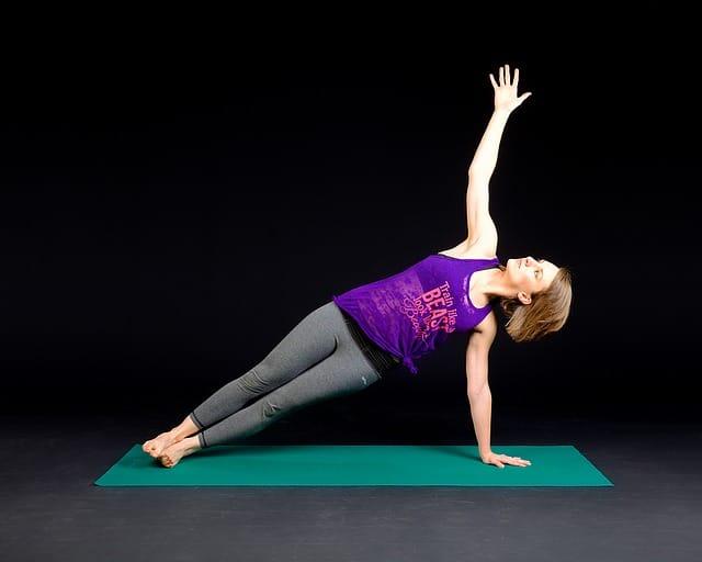 Ezt a 12 gyakorlatot végezd el mindennap és jobban megy a munka, egészségesebb leszel – csak 7 perc