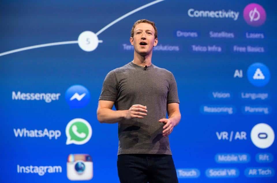 Miért visel Mark Zuckerberg mindennap ugyanolyan ruhát?