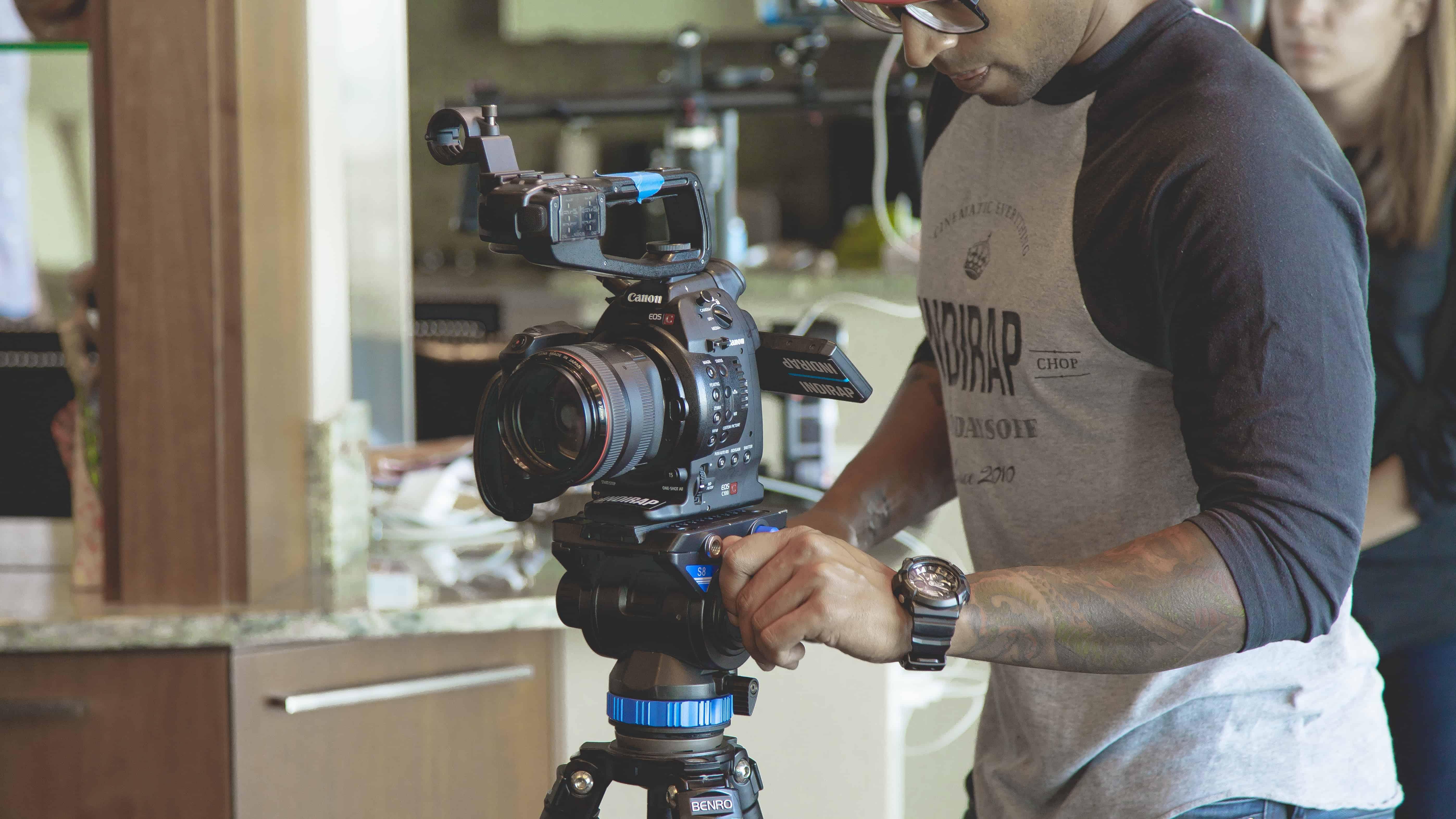 Hogyan tudsz gyorsan, jó minőségű videót gyártani Facebook-ra? – Videós programok