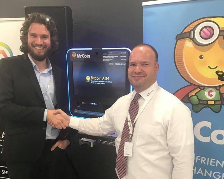 Mikor felavatták az új bitcoin ATM-et élőben, nyerhetett valaki 10 000 forintnyi bitcoint.