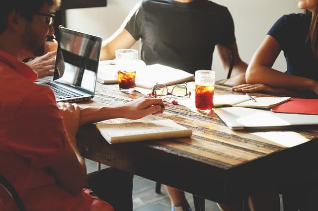 Ne alapíts vállalkozást huszonévesen? Legyél alkalmazott! Igaza van a Prezi társalapítójának, Halácsy Péternek? (videó)