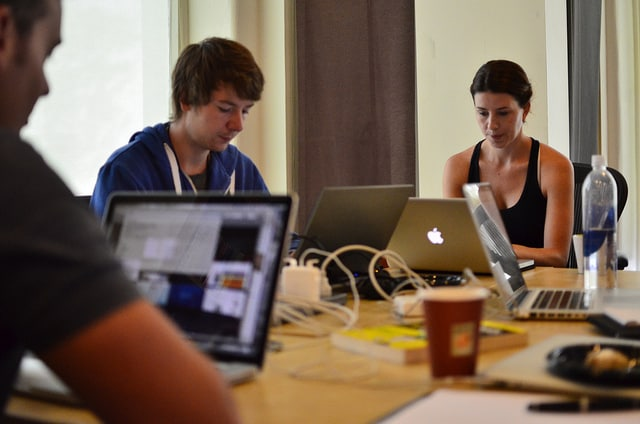 7 online vállalkozás ötlet, amibe most érdemes belevágni. Kevés pénzből megvalósíthatóak, illetve könnyen startuposíthatóak.