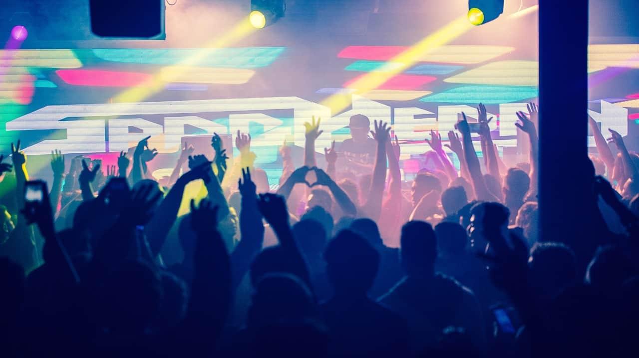 Megéri itthon zenével foglalkozni? Meg lehet élni belőle? Mennyit keres egy átlagos előadó, zenész? – Piackutatás eredménye
