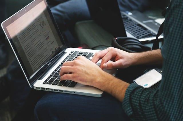 Egy új vállalkozás indítási módszer. Először elindítasz egy blogot/Youtube csatornát, majd ezután indul el a vállalkozásod