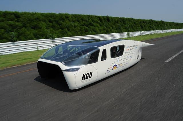 Megkeresett valaki egy napelemes autó ötlet véleményezésével. 2 kör után lett belőle egy napelemes webshop – sztori